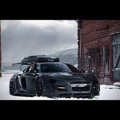 Ba all black Audi r8