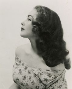 Vintage 1940s Curls source: http://adore-vintage.blogspot.com/2014/02/12-vintage-hairstyles-to-try-for.html?m=1