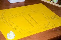 Aprende cómo hacer farolitos navideños con material reciclado ~ Manoslindas.com Paper Art, Paper Crafts, Christmas Crafts, Christmas Decorations, Plastic Cutting Board, Photo Wall, Sewing, Handmade, Yard Ideas