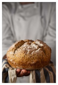 Irish soda bread...it will be interesting to make this bread with Spanish instructions. Que bueno!!
