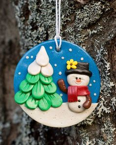 Christmas decorations homemade: Crafts with FIMO f Sculpey Clay, Polymer Clay Ornaments, Polymer Clay Miniatures, Polymer Clay Projects, Polymer Clay Art, Polymer Clay Jewelry, Noel Christmas, Christmas Crafts, Christmas Ornaments