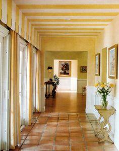 Deko Idee Spanisch Weiss Gelb Eine Gestreifte Zimmerdecke