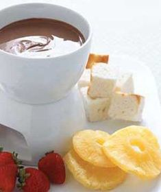 Chocolate Bar Fondue - Serve with strawberries, angel food cake, and dried fruit. Or even pretzels. Use your imagination! Doesn't everything go with chocolate? Fondue Recipes, Cake Recipes, Dessert Recipes, Dessert Dips, Fondue Ideas, Party Recipes, Chocolate Sweets, Chocolate Recipes, Chocolate Fondue