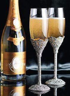 The perfect gift for newlyweds celebrating their first Christmas, the Set of Two West Egg Champagne Flutes helps anyone proudly raise a glass in style.