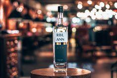 Uitgelicht: RBL ANN gin | Alles over gin. Gin, Tonic Water, Utrecht, Vodka Bottle, Drinks, Drinking, Beverages, Drink, Jeans