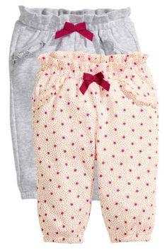 Lot de 2 pantalons en jersey Baby Girl Pants, Girls Pants, My Baby Girl, Baby Boy Knitting, Baby Sewing, Baby Girl Dress Patterns, Baby Dress, Baby Girl Fashion, Toddler Fashion