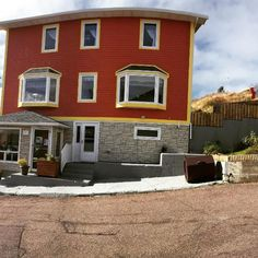 Chez Marie Jo Situated in Saint-Pierre Chez Marie Jo offers accommodation with free WiFi and TV as well as a garden and a shared lounge. St Pierre And Miquelon, Restaurant Reservations, Double Room, Weekend Breaks, Free Wifi, Great View, Lodges, Wonderful Places, Terrace