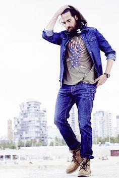 Colorado Denim Wear it! Feel it! Love it! Das etablierte, authentische Jeans-Label  Colorado Denim macht das, was es am besten kann: lässige  Jeans-Trends in zahlreichen stylischen Varianten. Jeanshemd und  Hose kommen mit einer tollen Farbgebung und dezenten Used- Effekten daher. Kombiniert mit derben Lederboots – fertig ist das  herbstliche Casual-Outfit für coole Typen!