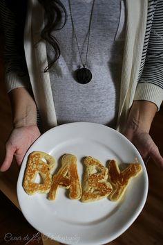 Obsessed with this fun, pancake-themed pregnancy announcement from @Lauren Davison Davison Hartmann!