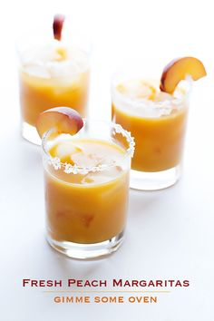 Happy Hour here I come! Gimme Some Oven | Fresh Peach Margarita | http://www.gimmesomeoven.com