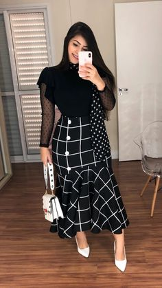 Saia longa com bolsos e botões vinho k Modest Wear, Modest Dresses, Casual Dresses, Modest Outfits, Trend Fashion, Girl Fashion, Fashion Looks, Fashion Design, Modest Fashion
