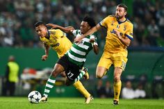 Sporting's forward Gelson Martins vies with Juventus' defender Andrea Barzagli (R) and Juventus' Brazilian defender Alex Sandro (L) during the Champions League, Group D, football match Sporting CP vs Juventus FC at Alvalade stadium in Lisbon on October 31, 2017. / AFP PHOTO / PATRICIA DE MELO MOREIRA