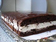 Ez a torta mindent felülmúl, annyira ízletes, hogy nem lehet betelni vele! No Cook Desserts, Sweet Desserts, Sweet Recipes, Delicious Desserts, Yummy Food, Cookie Recipes, Dessert Recipes, Romanian Desserts, Cupcake Cakes