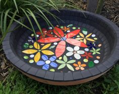 17 ideas bird bath bowl mosaic birdbath for 2019 Ceramic Bird Bath, Bird Bath Bowl, Bird Bath Planter, Bird Bath Garden, Diy Bird Bath, Glazed Ceramic Tile, Ceramic Birds, Mosaic Birdbath, Mosaic Garden Art