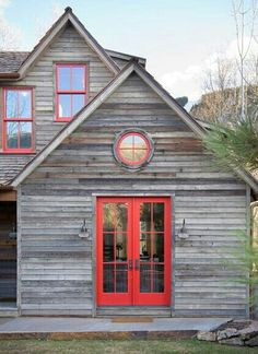 Rocky Mountain Retreat, love the red with weathered gray! I hope the raw cedar siding on the new house will weather to this. Design Exterior, Rustic Exterior, Exterior Colors, Exterior Paint, Interior And Exterior, Exterior Cladding, Gray Exterior, Siding Colors, Timber Cladding