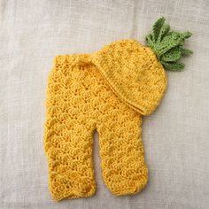 b37a5fa046d Crochet Pineapple Hat Pant Photography Prop Set Newborn -3months by  TenTinyPiggies on Etsy Crochet Baby
