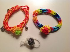 Rainbow Loom Flower Charm from AllysBracelets. https://www.youtube.com/watch?v=Nd4YhmGY8Lo