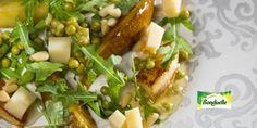 Рецепт - Легкий салат с горошком, грушей и сыром - с фото