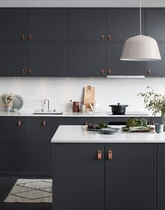 Risultati immagini per kungsbacka ikea Kitchen Dining, Kitchen Decor, Kitchen Cabinets, Navy Kitchen, Black Ikea Kitchen, Bistro Kitchen, Kitchen Island, Kitchen Ideas, Black Kitchens