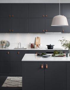 Drømmekjøkkenet - et flott, tidløst och stilsikkert kjøkken. Kjøkkenfront Bistro i peppergrått.
