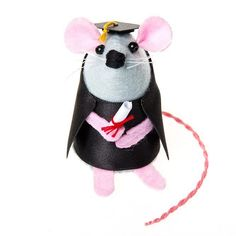 Little Theo mouse has spent years studying for his diploma and despite the many weeks he spent procrastinating he worked hard and passed his exams! Hes extra excited because today is his graduation day! Celebrate the graduation of friends or family with this super cute little mouse. He's the cutest reminder of what someone can achieve with hard work and dedication. . #student #graduation #graduate #etsy #etsyseller #etsyshop #etsystore #etsyfinds #etsygifts #mumpreneur #wahm #rat #mouse…