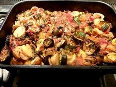 Recept, podle kterého se vám Řecká pečená zelenina Briam zaručeně povede, najdete na Labužník.cz. Podívejte se na fotografie a hodnocení ostatních kuchařů. Meat, Chicken, Food, Red Peppers, Essen, Meals, Yemek, Eten, Cubs