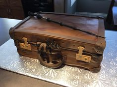 Fantastical Beasts Suitcase Cake. Harry Potter ❤️ Alex's 12th Birthday