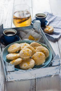 Biscotti di mandorle e riso glassati al limone / Cookies with almonds and glazed with lemon rice