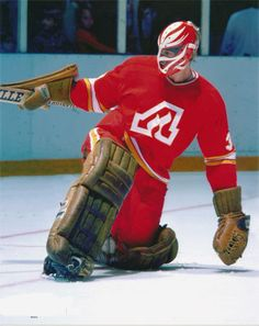 Goalie Daniel Bouchard of the Atlanta Flames. The Flames played in Atlanta from 1972 to 1980 before moving to Calgary. Ice Hockey Teams, Bruins Hockey, Hockey Goalie, Hockey Games, Hockey Players, Hockey Helmet, Sports Teams, Calgary, Nhl Logos