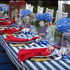 Rebekah shares her favorite top 15 patriotic tablescapes to help you decorate…