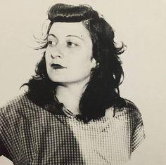 Lina Bo Bardi (Itália, 1914-Brasil 1992), arquiteta que projetou o edíficio do Masp e muitas de suas expografias, no ano em que se mudou para São Paulo, em 1946. #linabobardi #arquivomasp (via MASP - Museu de Arte de São Paulo Assis Chateaubriand no Facebook)