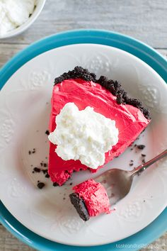 Red Velvet No Bake Cheesecake: Love cheesecake but want something a little easier? This no bake cheesecake has a cookie crust and red velvet flavored cheesecake filling.