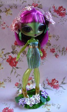 Novi Stars , Alie Lectric, MGA Entertainment, doll , nina , muñeca Ooak Dolls, Blythe Dolls, Reaper Drawing, Novi Stars, Brat Doll, Barbie, All Things Cute, Doll Repaint, Monster High Dolls