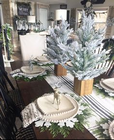 In this post I share several easy, beautiful and festive christmas table ideas with sources. Christmas Greenery, Country Christmas, All Things Christmas, Christmas Time, Christmas Crafts, Simple Christmas, White Christmas, Christmas Ideas, Xmas