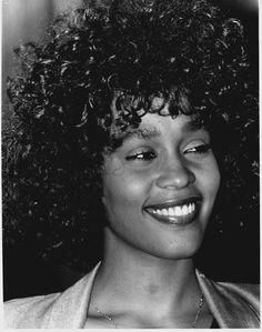 Whitney Whitney Houston 80s, Whitney Houston Pictures, Beverly Hills, Beautiful Smile, Beautiful Black Women, Beautiful People, Anna Hendricks, Dwane Johnson, Vintage Black Glamour