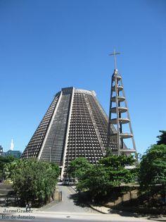 https://flic.kr/p/QyF1JX | Catedral | A Catedral de São Sebastião do Rio de Janeiro, também conhecida como Catedral Metropolitana do Rio de Janeiro, é uma catedral católica localizada no Centro da cidade do Rio de Janeiro, no Brasil. Foi inaugurada em 1979, substituindo, como catedral da cidade, a Igreja de Nossa Senhora do Carmo. Em estilo moderno, apresenta formato cônico, com 106 metros de diâmetro, 75 metros de altura externa, 64 metros de altura interna e capacidade para 20 000 pessoas…