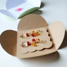 earrings and necklace packaging