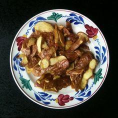 Crisisvoedsel. Blog over moestuinieren en eten. Gefrituurde aardappelschillen zijn echt lekker! #moestuin #moestuinmoeder #blog #dutch