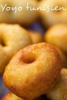 Ingrédients pour Yoyo tunisien 500 g de farine 1 sachet de levure chimique (1 c.à.s) 4 œufs 100 g de sucre ½ verre d'huile...