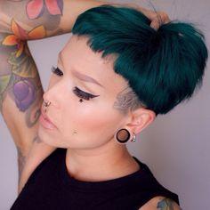 Gothic Hairstyles, Messy Hairstyles, Buzzed Hair Women, Punky Hair, Short Hair Cuts, Short Hair Styles, Rocker Hair, Piercings, Haircut And Color