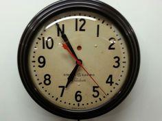 VINTAGE GE / TELECHRON  WALL CLOCK