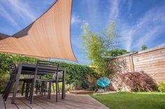 Pergola For Small Backyard Code: 9597431766 Outdoor Sun Shade, Patio Shade, Pergola Shade, Triangle Shade Sail, Sun Sail Shade, Shade Sails, Restaurant En Plein Air, Outdoor Restaurant, Parasols