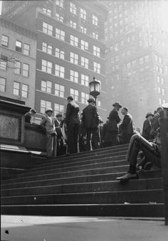 Martin Munkacsi // New York Public Library steps, ca.