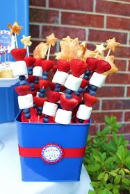 Giggles Galore: 4th of July ideas. Love the red, white and blue fruit/marshmallow on a stick.