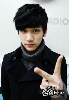 Hyuk VIXX i really like his jet black hair d2ccb6551b1e