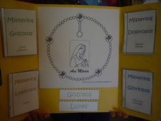 Rosary Lapbook (in English or Spanish) *Be sure to click on Translate to English at the top of the blog so you can read it in English. Printable downloads in English at:  http://www.scribd.com/doc/31408742/Rosary-Lapbook