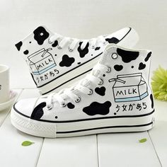 Tenis Converse, Japanese Harajuku, Cow Canvas, Kawaii Shoes, Cow Print, Converse Chuck Taylor, Casual Shoes, High Top Sneakers, Milk
