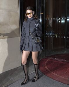 Bella Hadid Out in Paris Celebrity Fashion and Style Bella Hadid Outfits, Bella Hadid Style, Style Invierno, Classy Outfits, Cute Outfits, Runway Fashion, Fashion Outfits, Street Fashion, Outfit Look