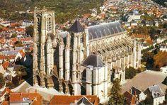 Cathedrale de Bourges, Bourges, France altar | cathédrale de Bourges et comparer sa hauteur en relation à celle de ...