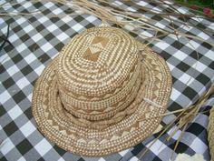 Lauhala hat Holualoa is known for its art galleries, estate-grown coffee and, of course, the Holualoa Inn. But did you know that Holualoa has been a hub Weaving Art, Loom Weaving, Hand Weaving, Hawaiian Crafts, Crochet Summer Hats, Flax Fiber, Polynesian Art, Weaving Designs, Antique Stores